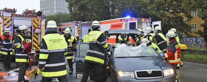 Keine Rettungsgasse beim Unfall auf der Landshuter Allee, © Foto: Berufsfeuerwehr München