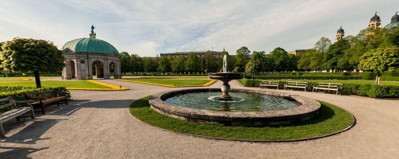 Der Hofgarten in München am frühen Morgen, © Foto: Screenshot BESTVIEWS