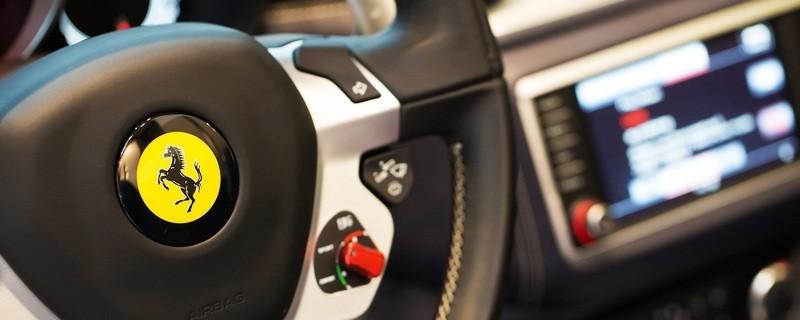 Eine 84-jährige Dame verursachte mit ihrem Ferrari einen Unfall und beging Fahrerflucht, © Symbolbild