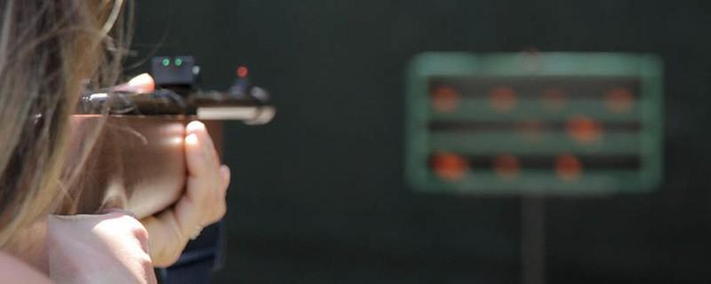 Zielen mit dem Luftgewehr, © Symbolfoto