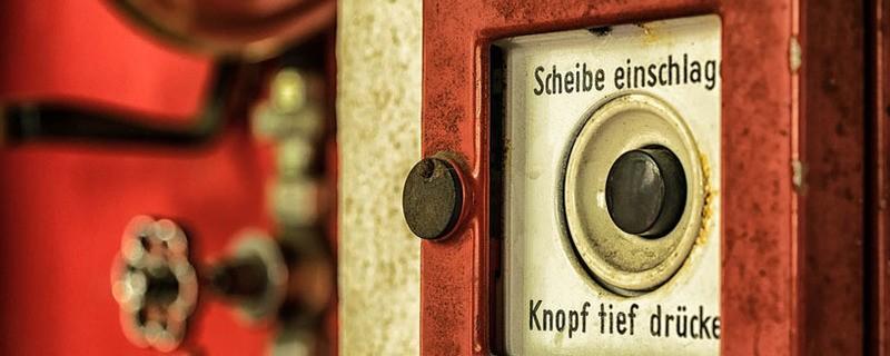 Ein Feuermelder, um den Alarm auszulösen, © Symbolfoto