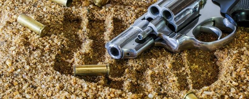 Mann findet Revolver und schießt sich beim Russisch Roulette selbst in den Kopf, © Symbolbild
