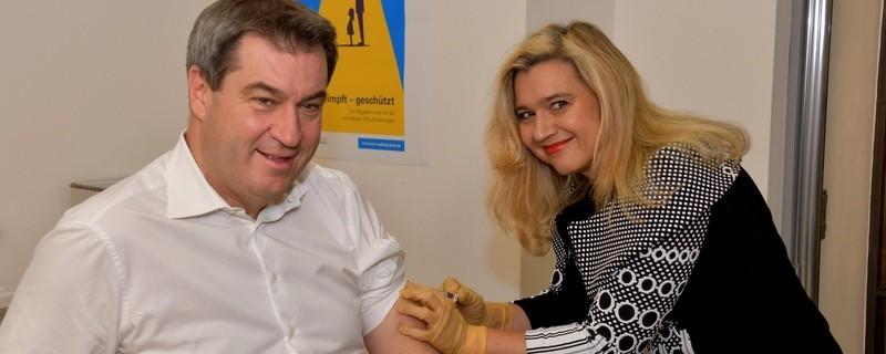Grippeimpfung Markus Söder und Melanie Huml, © StMGP
