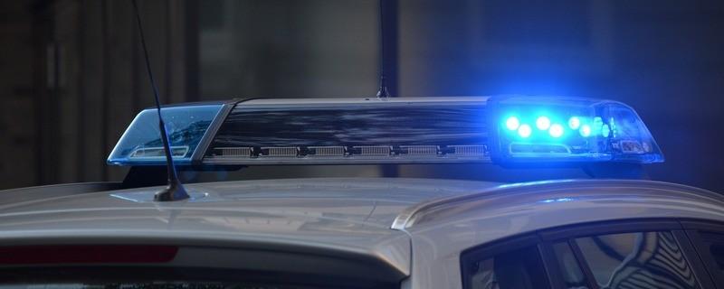 Ein Polizeiauto mit Blaulicht im Einsatz, © Symbolfoto