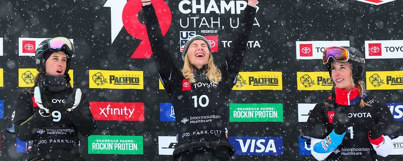 Snowboarderin Selina Jörg auf dem Siegertreppchen, © © FIS Snowboard