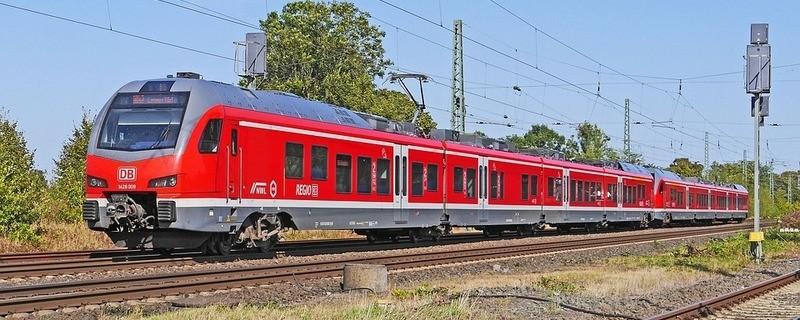 Ein Zug der Deutschen Bahn auf der Strecke, © Symbolbild