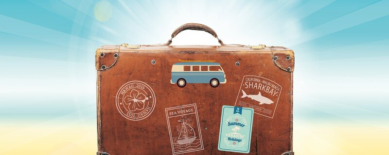 Reisekoffer am Strand