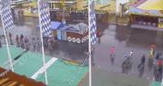 Die ersten Besucher auf der Theresienwiese - Aufnahmen der Wiesn-Live-Webcam