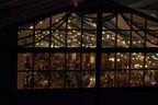 Oktoberfest Blick ins Fetzelt Wiesn Nachts, © Rico Güttich / münchen.tv