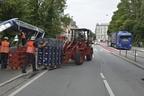 Ein Bierlaster bleibt in einer Unterführung in der Rosenheimer Straße hängen. , © Foto: Berufsfeuerwehr München