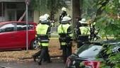 Feuerwehrmänner auf einer Straße, © Ein 34-Jähriger setzte vermutlich seine Wohnung aus Verzweiflung in Brand Foto: Red