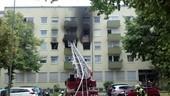 Feuerwehrleiter vor einem Haus, © Ein 34-Jähriger setzte vermutlich seine Wohnung aus Verzweiflung in Brand Foto: Red