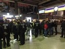 Polizei und Menschenmenge am HBF, © Ausnahmezustand am Münchner Hauptbahnhof