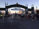 Wiesn-Eingang um 7:20 Uhr am ersten Samstag, © Am Eingang zum Oktoberfest tummeln sich die ersten Besucher