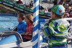 """Anstehen bei """"Rund um den Tegernsee"""" auf der Wiesn 2015, © Anstehen bei """"Rund um den Tegernsee"""" auf der Wiesn 2015"""
