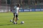 Co-Trainer Thomas Schneider mit Ball