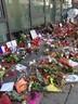 Anteilnahme vor dem französischen Konsulat nach den Anschlägen in Paris, © Briefe, Kerzen und Beileidsbekundungen für dem französischen Konsulat