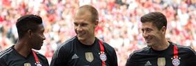 Bayern-Spieler: David Alaba mit Holger Badstuber und Robert Lewandowski , © Foto: Rico Güttich