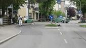Polizeiwagen hinter Straßensperrung in Grafing