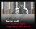 """Bild eines Mannes hinter Gittern aus Zigaretten und der Aufschrift: """"Rauchen macht sehr schnell abhängig: Fangen Sie gar nicht erst an!"""", © Europäische Kommission"""