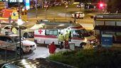 Krankenwagen versorgen Verletzte