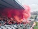 Anhänger des FC Bayern zünden Pyrotechnik im Grünwalder Stadion