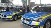 Polizeiwagen, Polizeiauto, blau, Bayern, © Die Wagen sind blau-silbern mit neongelben Streifen.