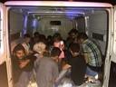 Schleuser Kleintransporter mit vielen Flüchtlingen drin, © Bundespolizei