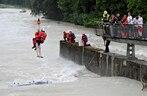 Die Schlauchboot-Fahrer mussten aus der Isar gerettet werden, © Symbolfoto