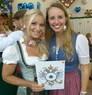 Wiesn-Promis auf dem Oktoberfest 2017, © Sandra mit Moderatorin Eva Grünbauer im Armbrustschützenzelt