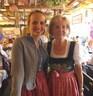Wiesn-Promis auf dem Oktoberfest 2017, © Sandra mit Karin Stoiber im Armbrustschützenzelt