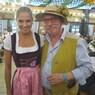 Oktoberfest 2017: Wiesn-Promis:, © Fanny mit Künstler Wolfgang M. Prinz