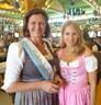 © Oktoberfest 2018: Fanny Werther mit Ilse Aigner (CSU) in der Schönheitskönigin auf der Wiesn.